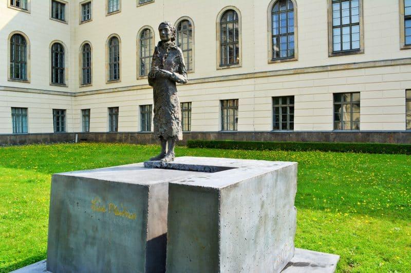 Lise Meitner statue